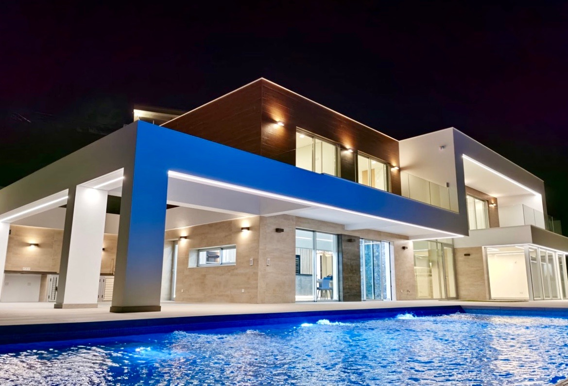 Bespoke villas and newly built villas of modern design directly from the builder on he Costa Blanca