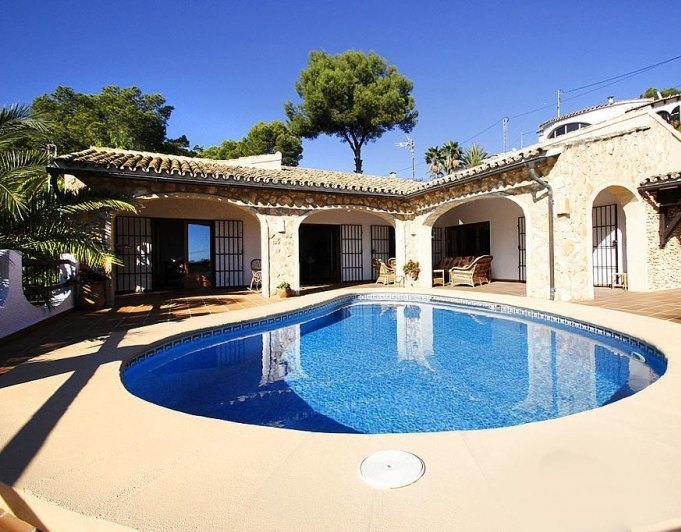 Villa with sea views and 100 m from the be...