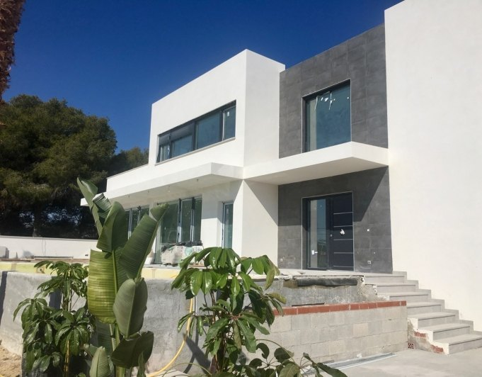 Modern new built villa with sea views in G...