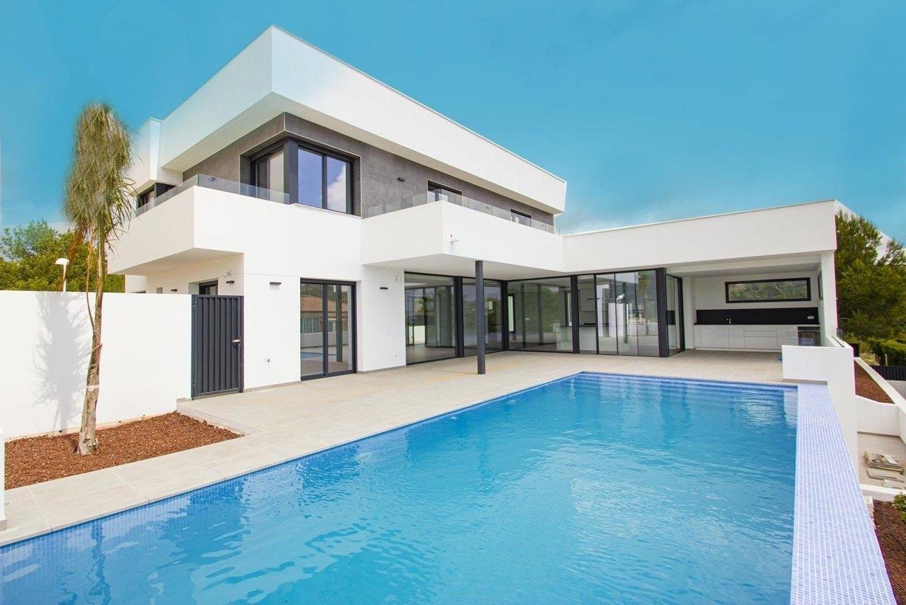 Modern villa for sale in Calpe with sea vi...