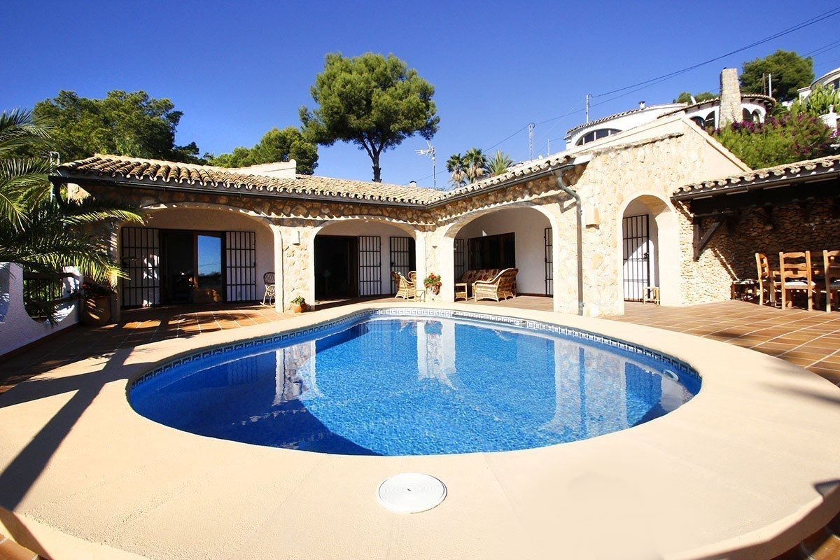 Villa for sale in Benissa 100 m from Advoc...