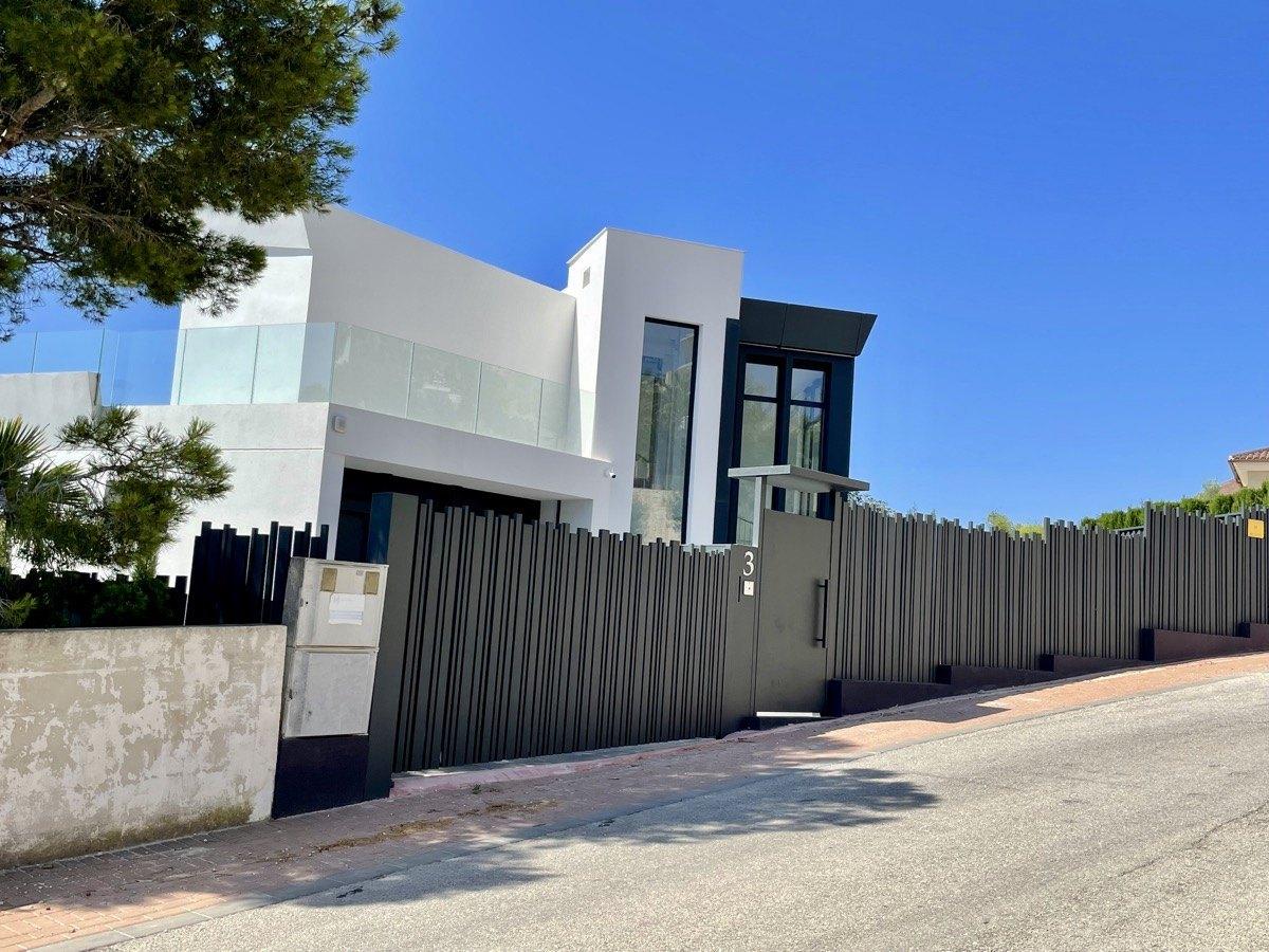 Villa moderna de obra nueva en venta en Benissa con vistas al mar en Raco de Galeno